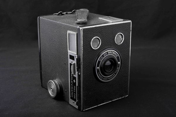 Kodak Brownie SIX-20 potrait camera